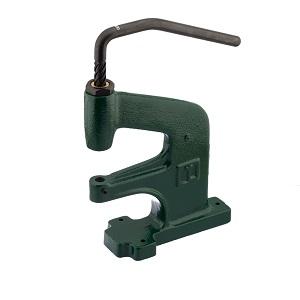 Käsijõul toimiv kompaktne, tõstetud alustoega mehaaniline press materjalide augustamiseks ning ööside, trukkide ja neetide paigaldamiseks.